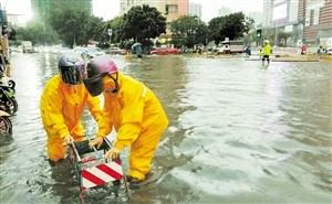 """暴雨考验城市更新工作 海口""""海绵""""道路无积水"""