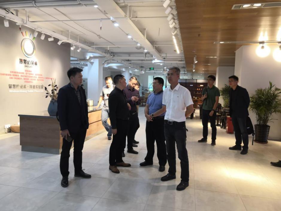 海南省招商考察小组走访重庆猪八戒众创空间
