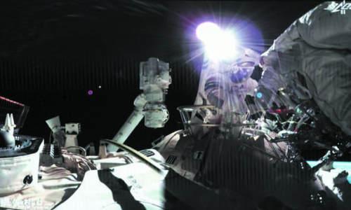 """航天员出舱,给空间站安装""""回路心脏"""""""