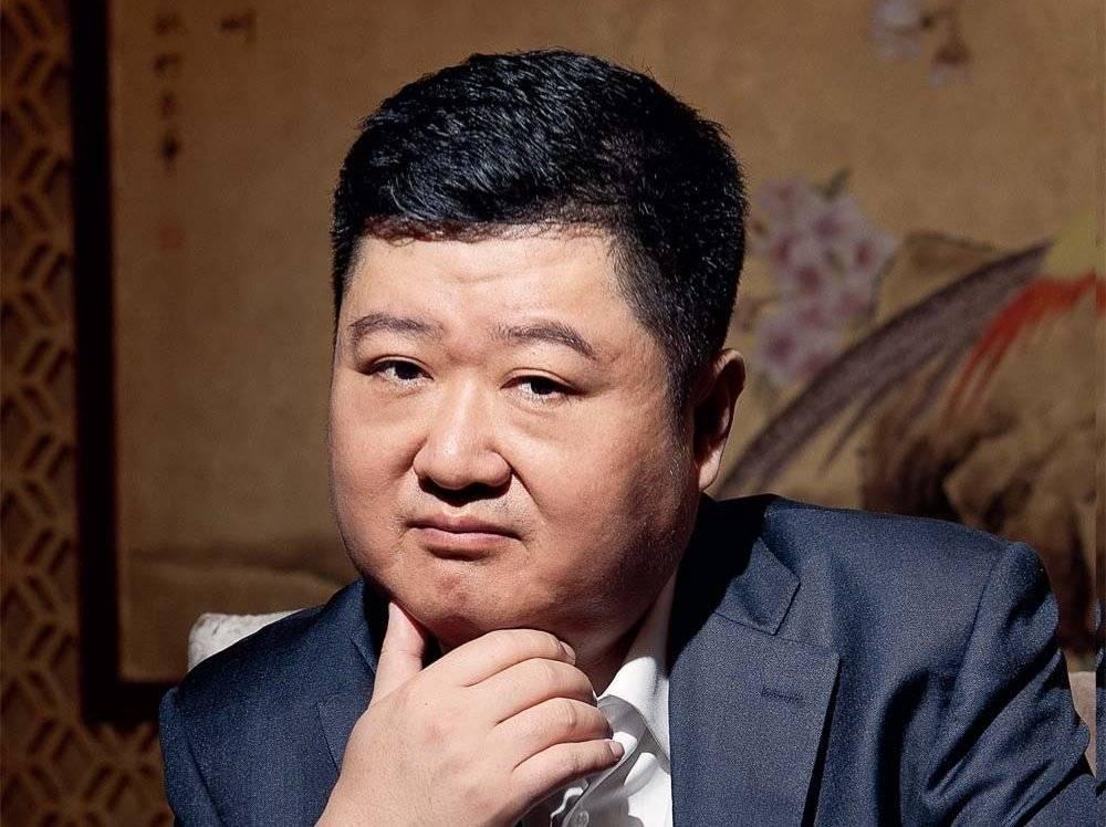 """创始人海外躲债两年后,回国抢夺""""湘鄂情"""""""