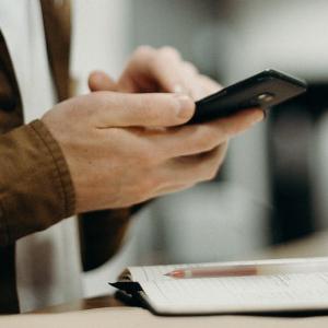 """微信""""看一看""""新增投票互动:社交化能解微信内容压力吗?"""