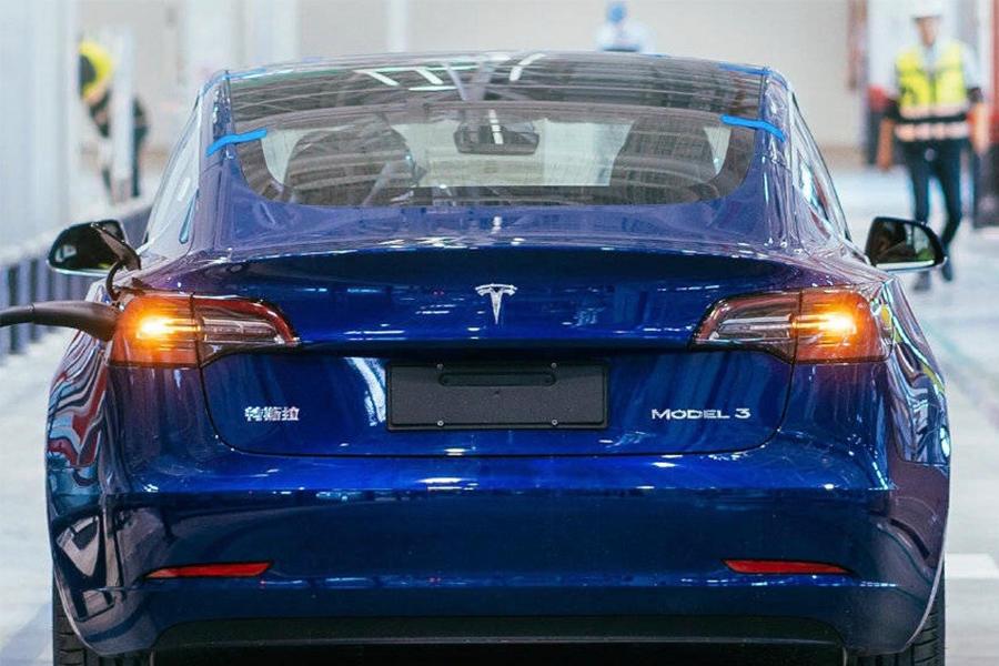 """对手不止豪华车,特斯拉在华冲击电动时代的""""大众汽车""""丨亿欧观点"""