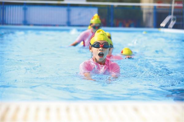 海南要求小学毕业生8月底前全部学会游泳