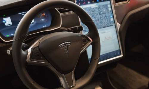 特斯拉 V10 功能大公开:进阶的 Autopilot,更好用的车机系统