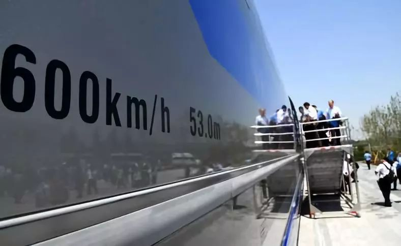 青岛:时速600公里的高速磁浮正式下线.jpg