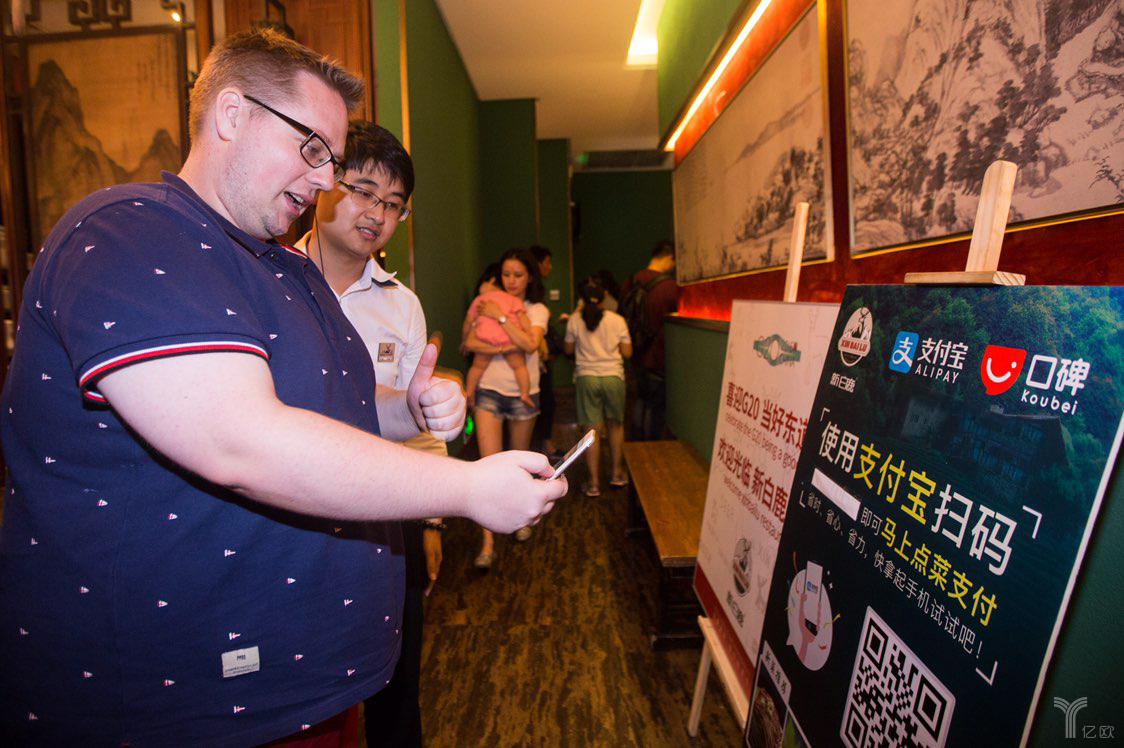 人工智能进入日常生活,餐饮业开始流行用AI自动配发优惠券