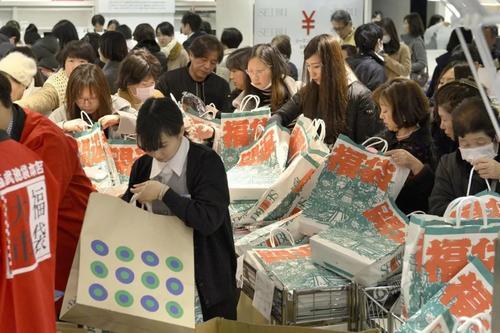 """""""盲盒经济""""站上风口  消费模式既要创新更要规范"""