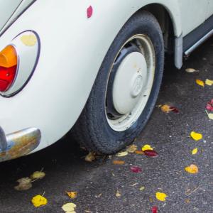 上汽集团1-9月营收和净利呈两位数下滑,低调下调全年销量目标