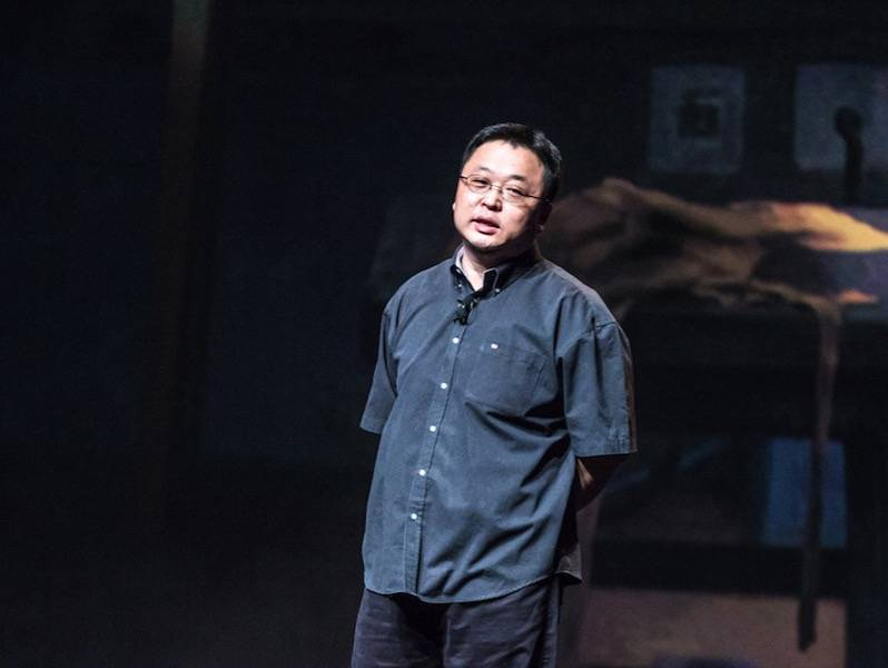 """5 月 9 日深圳见,""""重新定义春天""""的罗永浩会带来一部怎样的锤子新机?"""