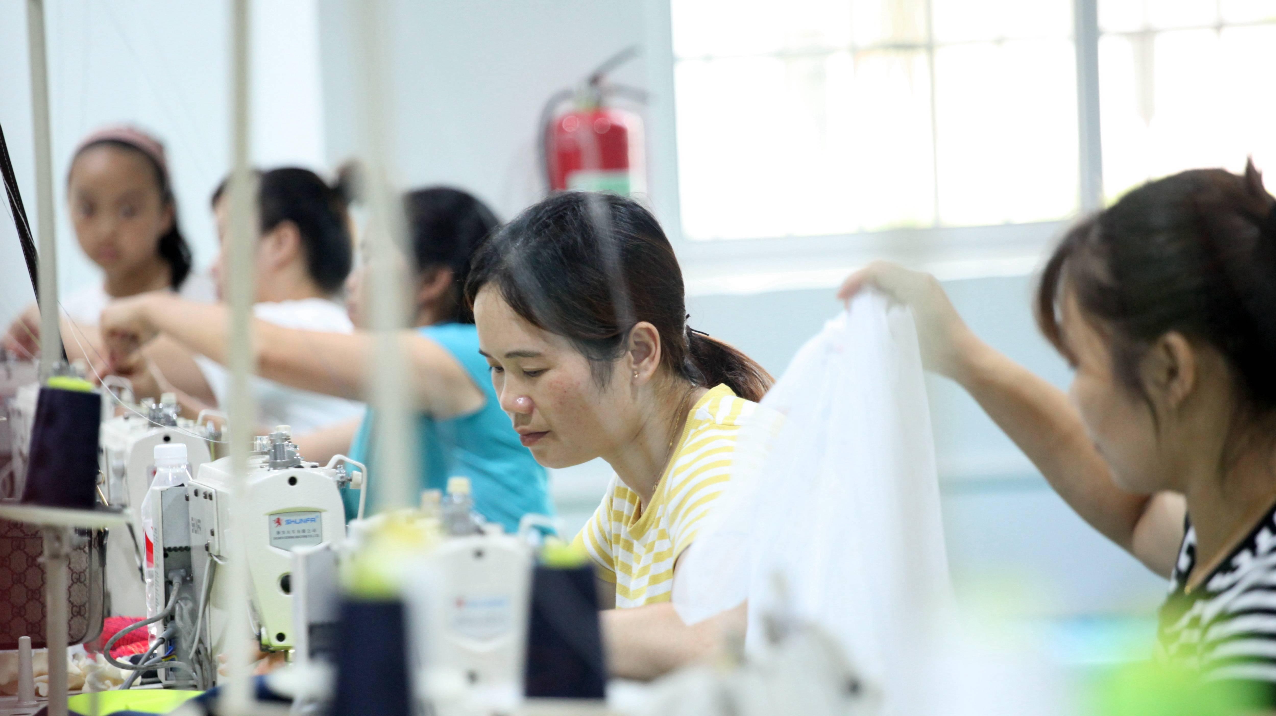 """从""""世界工厂""""到""""内循环"""":中国经济发展新思路展望"""