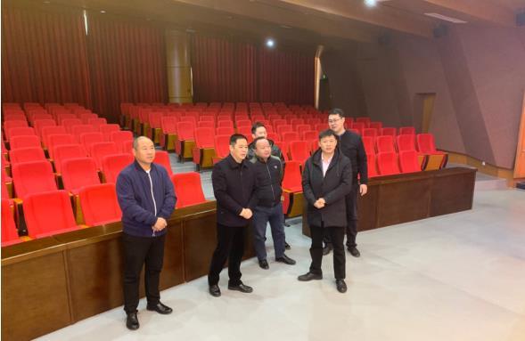 天道创服集团董事长陈善铭参观考场河南中小企业服务市场