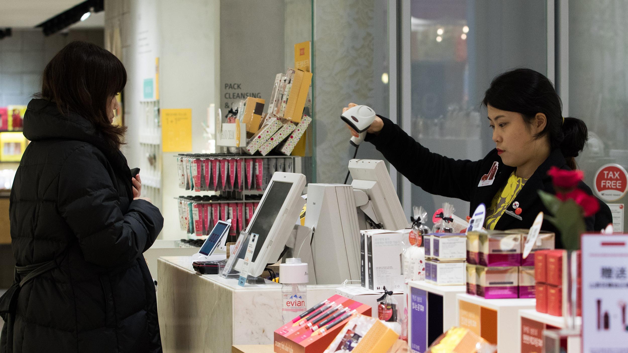 靠破产促销的露华浓,中国姑娘看不上了