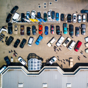 「丽亭智能」引进RAY机器人泊车系统,想解决大城市停车难,今年在北京大兴机场运营