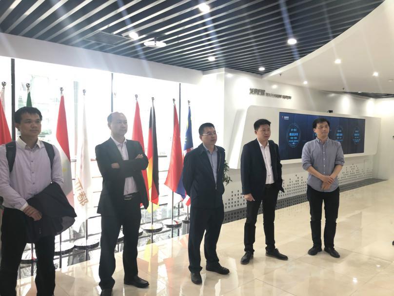 海南招商团队走访北京清华科技园启迪控股数字展示中心