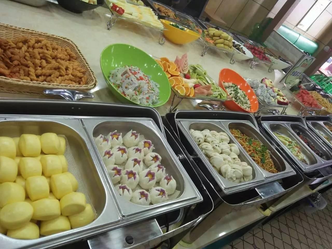 北京拟规定:餐厅不得诱导消费者超量点餐  自助餐浪费要收费