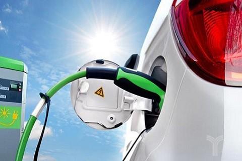 犹疑观望vs激流勇进,新能源汽车如何破局?