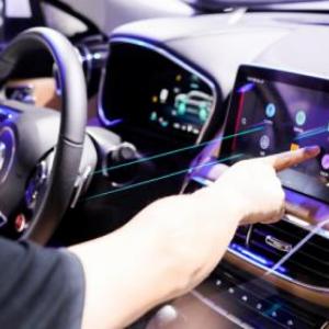 最前线丨斑马发布首份驾驶行为报告:90后最守规矩,广东司机越夜越寂寞