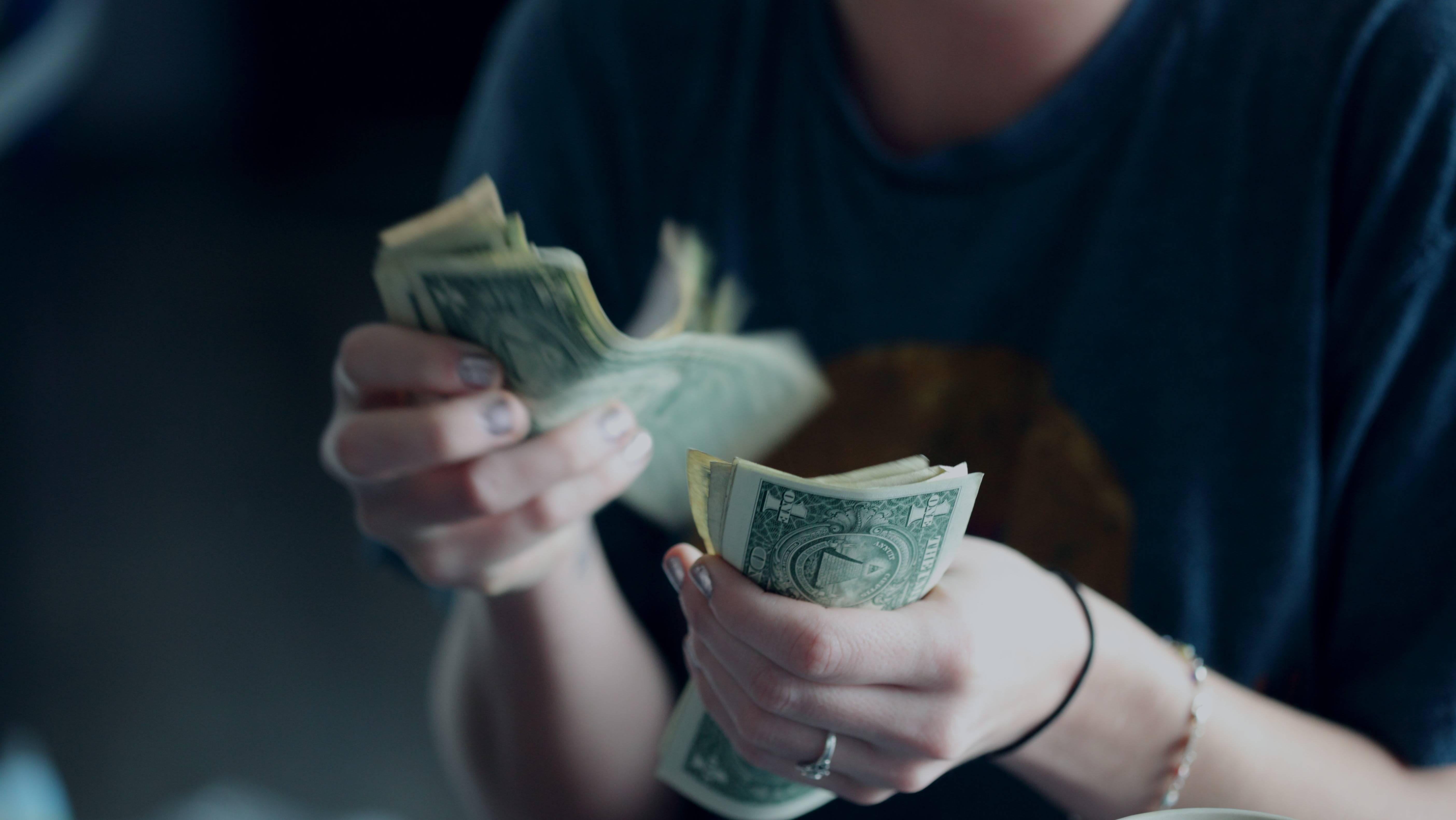 美国人也开始存钱了